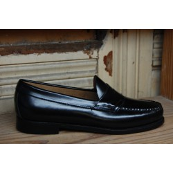 G.H. Bass & Co. Logan Flat Panel Loafer Black